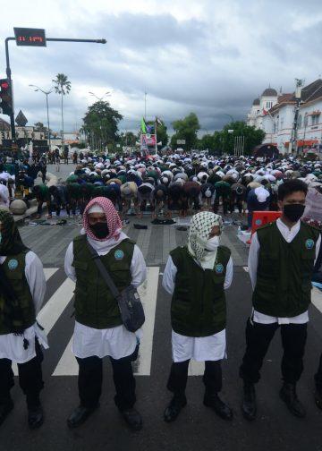 "The mass action ''Jogja Bergerak untuk Keadilan dan HAM"" demands the release of Rizieq Shihab and the investigation of the shooting case of the FPI army in Yogyakarta, Indonesia on December 18, 2020. Photo: Hariyanto Surbakti"
