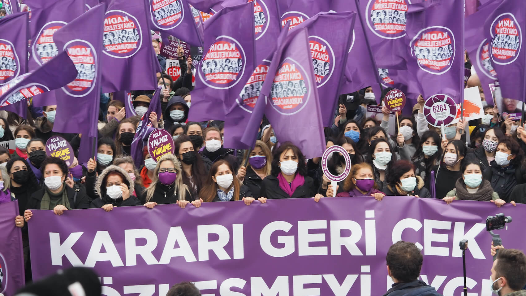 Women protest the decision taken by Turkish President Recep Tayyip Erdogan to withdraw the country from the Istanbul Convention in Kadıkoy/Istanbul, Turkey on March 20, 2021. Photo: Gokce Atik.